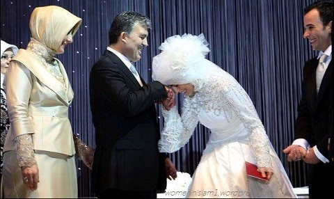 Abdullah Gul (president of Turkey's) Daughter, kissing hand of her father in her marraige